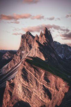 عکس زمینه قله کوه و آسمان