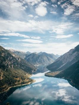 عکس زمینه منظره زیبای کوه در روز