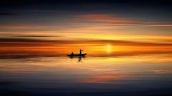 عکس زمینه قایق پارویی در غروب