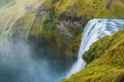 عکس زمینه آبشار آب