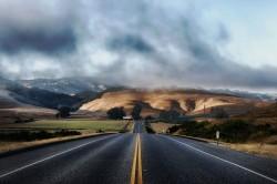 عکس زمینه جاده آسفالت سیاه