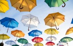 عکس زمینه چتر های رنگی در آسمان