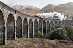 عکس زمینه قطار با دود