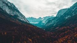عکس زمینه دره کوه و آسمان