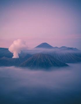 عکس زمینه کوه های آتشفشان