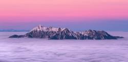 عکس زمینه قله کوه بالای ابر