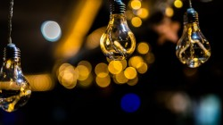 عکس زمینه آویز لامپ زیبا