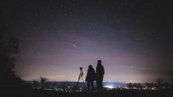 عکس زمینه ایستاده در شب