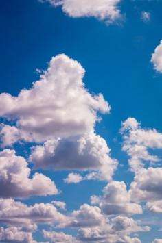 عکس زمینه ابرهای سفید کومولوس
