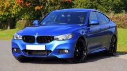 عکس زمینه BMW سدان آبی