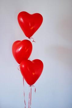 عکس زمینه بادکنک قلب سرخ