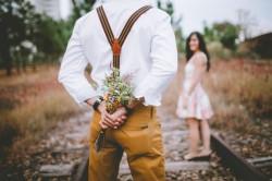 عکس زمینه عاشقانه در راه آهن