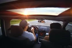 عکس زمینه تابش نور در نمای داخلی خودرو