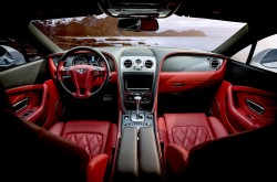 عکس زمینه نمای داخلی ماشین قرمز