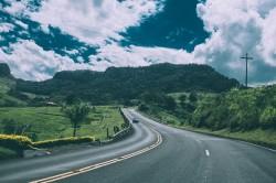 عکس زمینه جاده سبز روستایی