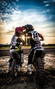 عکس زمینه عاشقانه موتور سیکلت