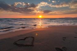 عکس زمینه غروب عاشقانه ساحل دریا