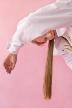 عکس زمینه زن با موی بلند