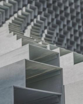 عکس زمینه قاب های فلزی خاکستری