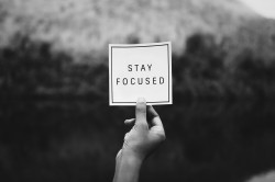 عکس زمینه متمرکز بمان