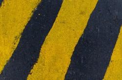 عکس زمینه خط کشی زرد و سیاه