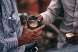 عکس زمینه نوشیدن قهوه