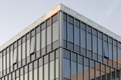 عکس زمینه ساختمان شیشه ای مدرن