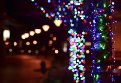 عکس زمینه چراغ های کریسمس در شب
