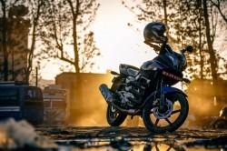 عکس زمینه موتور سیکلت در غروب