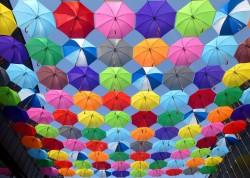 عکس زمینه چتر های رنگارنگ