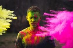 عکس زمینه رنگ پاشی در جشن هولی