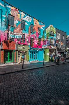 عکس زمینه ساختمان نقاشی شده زیبا در شهر
