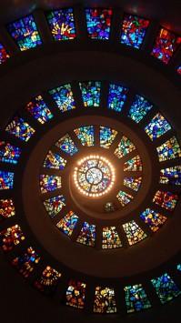 عکس زمینه سقف شیشه ای رنگ آمیزی شده