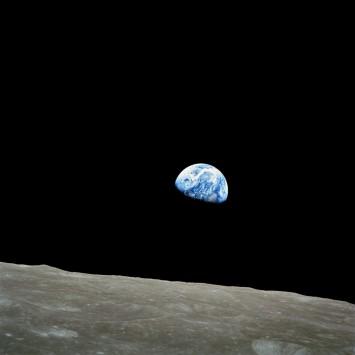 عکس زمینه نمای سیاره زمین از کره ماه