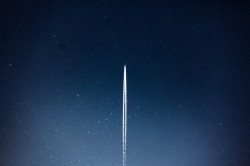 عکس زمینه شاتل فضایی در شب