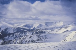 عکس زمینه کوه های پوشیده از برف