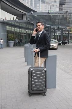 عکس زمینه چمدان و مسافر
