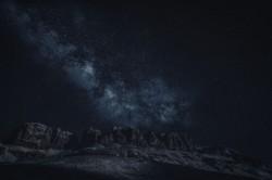 عکس زمینه کوه Canion در آسمان پر ستاره شب