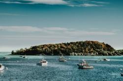 عکس زمینه قایق ها در دریا