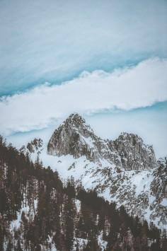 عکس زمینه کوه های راکی پوشیده از برف