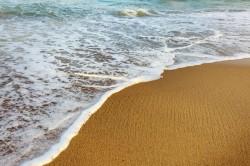 عکس زمینه موج سفید ساحل دریا