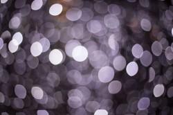 عکس زمینه نور های بنفش نقطه ای