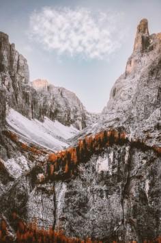 عکس زمینه رشته کوه های زمستانی