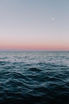 عکس زمینه غروب دریای آرام و زیبا