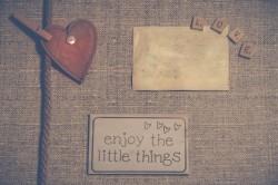 عکس زمینه انگلیسی از چیز های کوچک لذت ببر