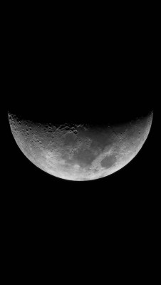 عکس زمینه نیمه ماه سیاه و سفید