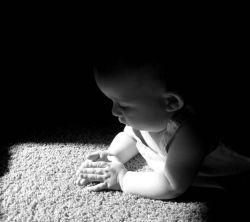 عکس زمینه بچه نوزاد سیاه سفید