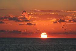 عکس زمینه غروب خورشید و دریا