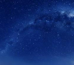 عکس زمینه آسمان آبی پر ستاره