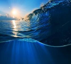 عکس زمینه زیر موج اقیانوس